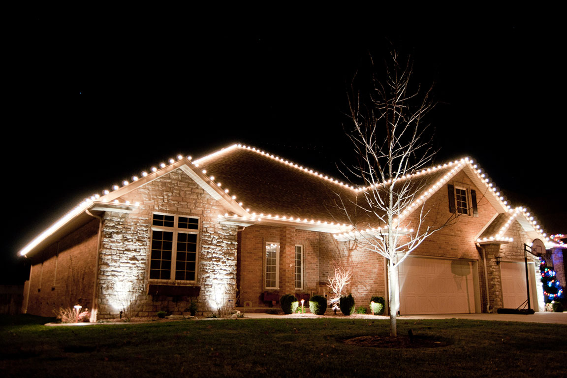 christmas light hanging service near me
