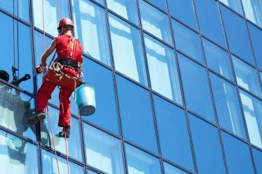 cleaning windows with vinegar and newspaper